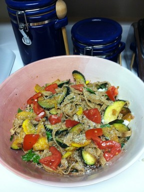 Tomato_basil_pasta_with_summer_veggies