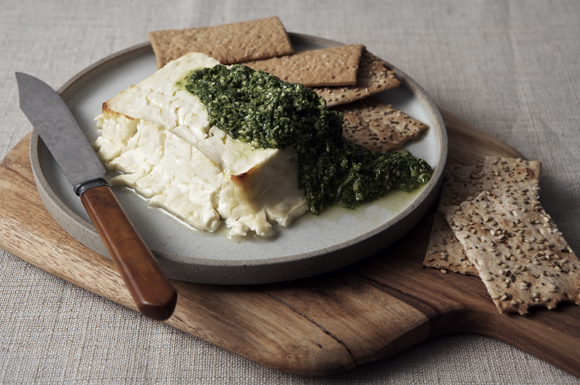 Baked_feta_and_arugula_pesto