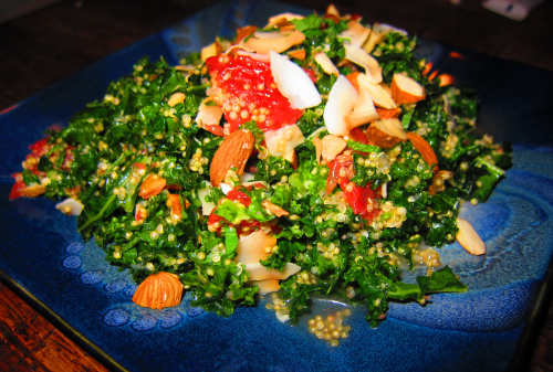 Quinoa_salad_with_kale_grapefruit_and_mint