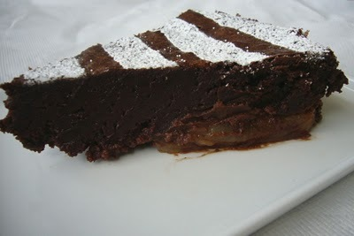 Fudge_mocha_cake_with_pears