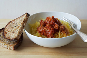 Easy Everyday: Spaghetti Squash Marinara with Italian Sausage and Garlic Bread