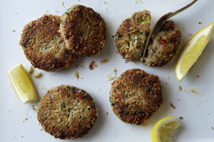 Easy Everyday: Chesapeake Spiced Salmon Cakes