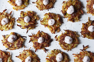 Easy Everyday: Mini Potato-Carrot Pancakes with Festive Sour Cream