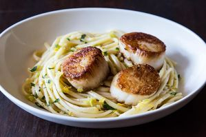 Easy Everyday: Simple Pasta with Leeks and Scallops