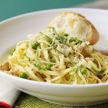 Linguine with Garlicky Clams and Peas Recipe