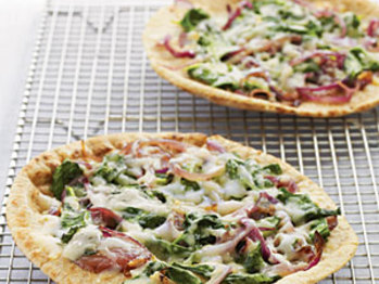 Whole-wheat-pita-pizzas-spinach-fontina-onions-oh-l