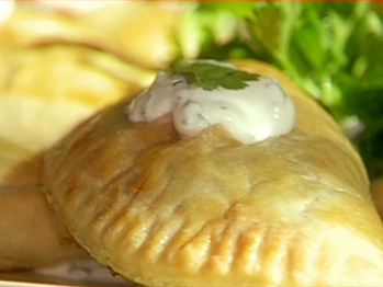 Ee1111-1_spinach-cheese-empanaditas_s4x3_lg