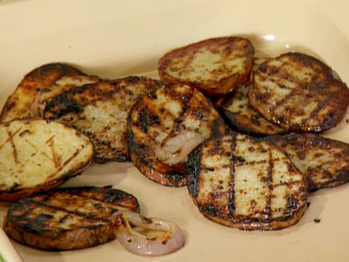 Lr0503_grilled-red-potatoes-and-onions_s4x3_lg