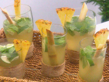 Iy0110_pineapple_mojitos_lg