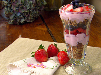 Pa1207_fruit-yogurt-parfait_lg