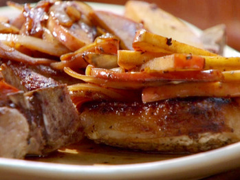 Tm1912-4_pork-chop-sauteed-apples_s4x3_lg
