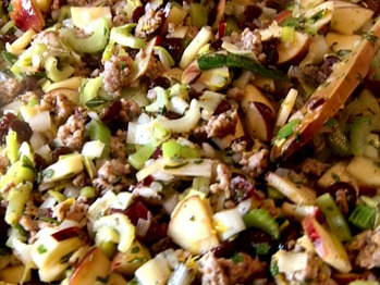 Dx-sp01_cranberry-apple-and-sausage-stuffing_s4x3_lg