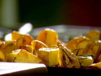 0049613f3_crunchy-roasted-rosemary-potatoes_s4x3_lg