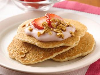 Bisquick_yogurt-topped-granola-pancakes_lg