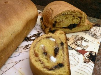 Butternut_apple_butter_bread_with_cinnamon_raisin_swirl_best