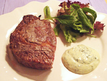 Steak_with_mayonaise