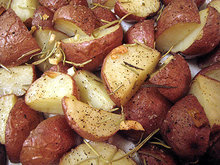 Roasted potatoes with garlic and rosemary Recipe
