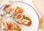 Fig, Goat Cheese, and Prosciutto Crostini Recipe