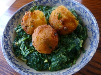 20120108-186813-spinach-saag-with-potato-balls