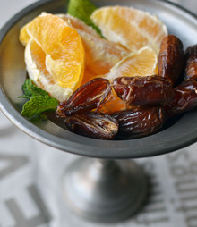 My Weeknight Treat: Oranges & Dates Recipe