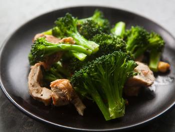 Broccoli-chicken-almonds-a