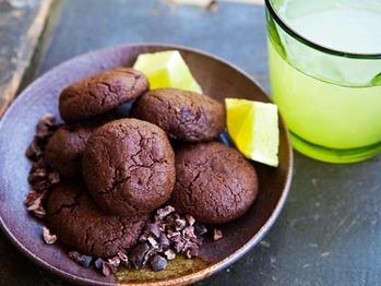 Chocolate-cookies-cocoa-nibs