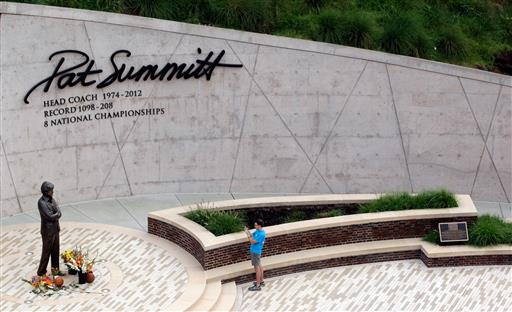 Pat Summitt, winningest coach in D1 history, has died at 64
