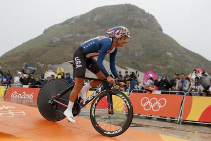 Armstrong wins third straight Olympic women's time trial