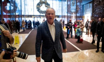 Barry Switzer makes case to Trump for 'secretary of offense'