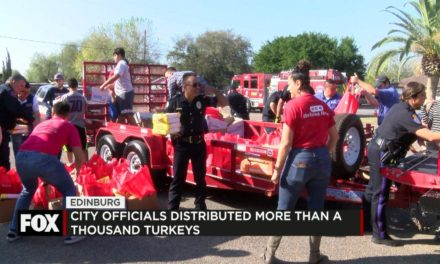 Edinburg Officials Distribute More than a Thousand Turkeys