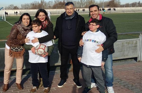 El C.F. Inter de Valdemoro homenajeó a la Asociación Amival antes del partido contra el Tajamar