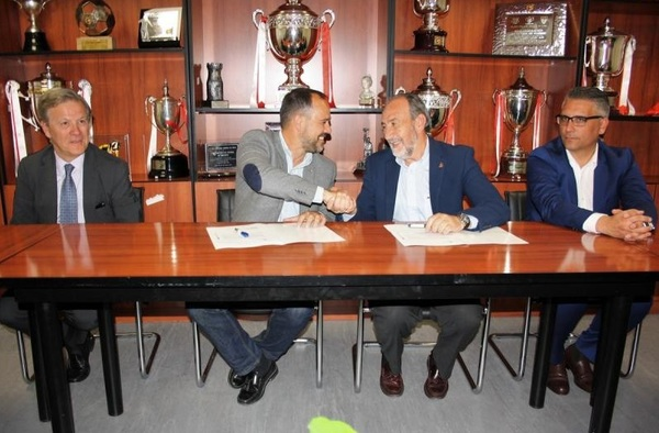 """La Comunidad de Madrid y la RFFM firman la ampliación por el uso del """"Ernesto Cotorruelo"""" por 30 años"""