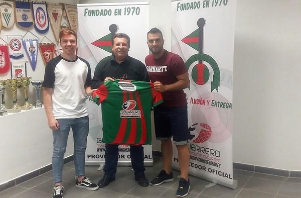 Mario Méndez y Sergio Requena seguirán una temporada más en el C.D. Fortuna