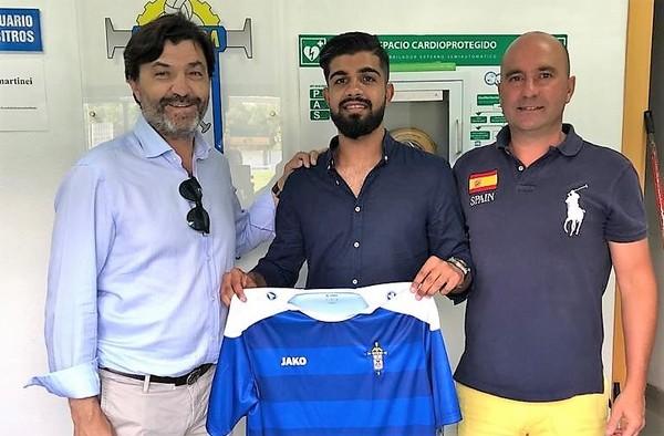 Dani Muñoz, de la AC Intersoccer Madrid, firma por el San Martín de la Tercera División asturiana