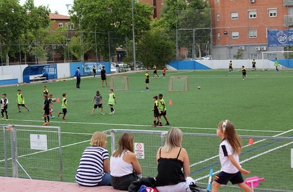 La cantera de San Blas se presenta con 15 equipos de fútbol base