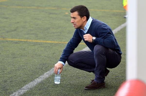 El Real CD Carabanchel anuncia el cese del técnico Roberto Sánchez como entrenador del primer equipo