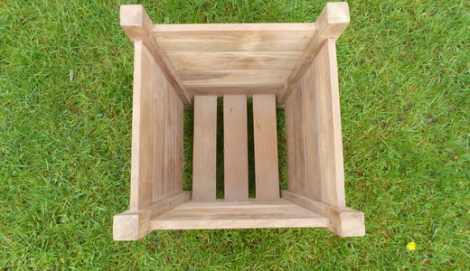 Small-teak-wooden-planter