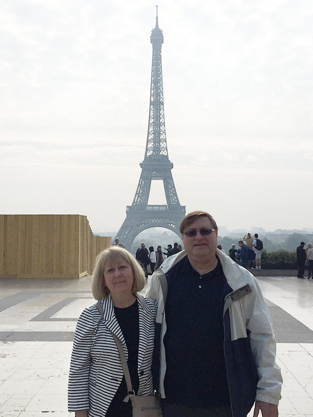 Jodie and Peter in front of Paris's Eiffel Tower
