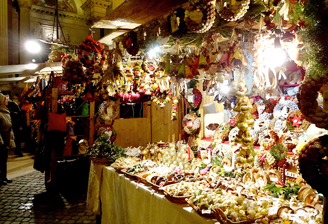 Scented ornaments at the European Christmas markets