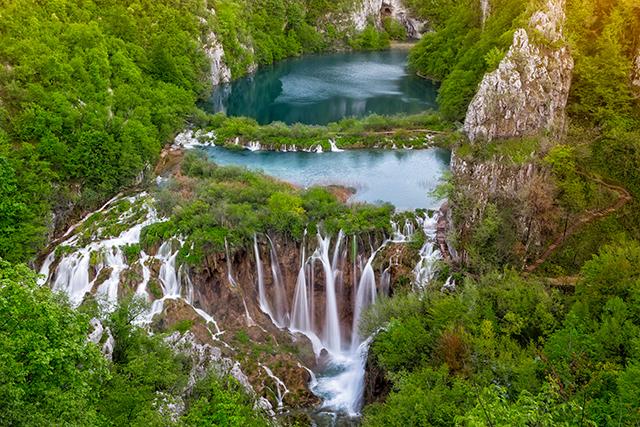 Plitvice-Lakes-National-Park-Full-2