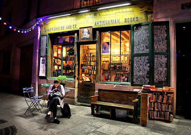By Christine Zenino (Flickr: Shakespeare & Co Books; Paris) [CC-BY-2.0 (http://creativecommons.org/licenses/by/2.0)], via Wikimedia Commons