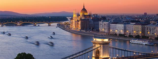 budapest hungarian parliament danube river