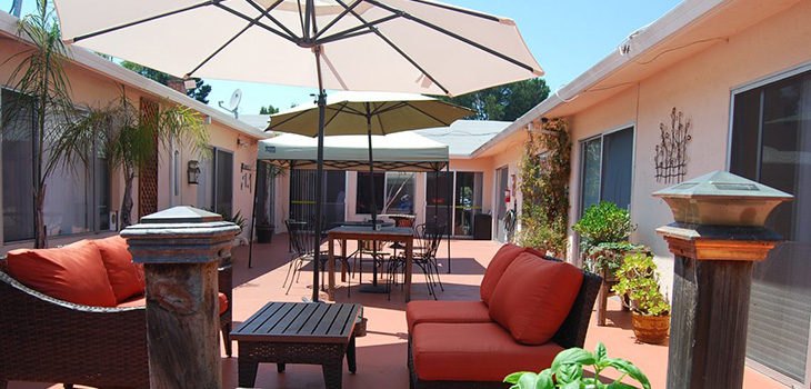 Crown Bay courtyard patio with umbrellas and comfortable patio furniture