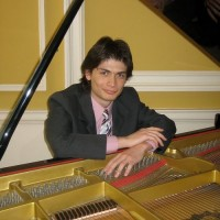 Francisco Fernandez - Pianist in Keene, New Hampshire