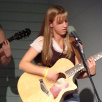 Heather Moor - Singing Guitarist / Praise and Worship Leader in Portland, Oregon