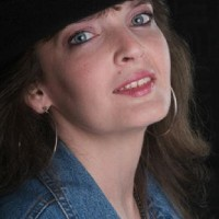 Lisa Barrett Singer/Songwriter/Teaching Artist - Singers in Batavia, New York
