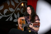 Lisa Itts - Folk Singer in Manhattan, New York