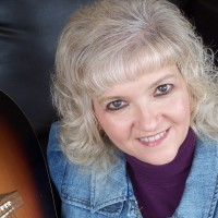 Luanne Hunt - Folk Singer in Los Angeles, California