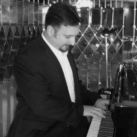 Mark Dunn - Singing Pianist in Brownsville, Texas