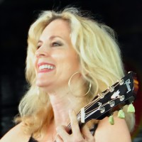 Roberta Morales - Singing Guitarist in Helotes, Texas